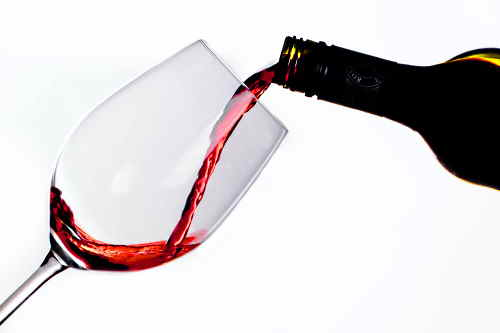 pouring-and-decanting-wine